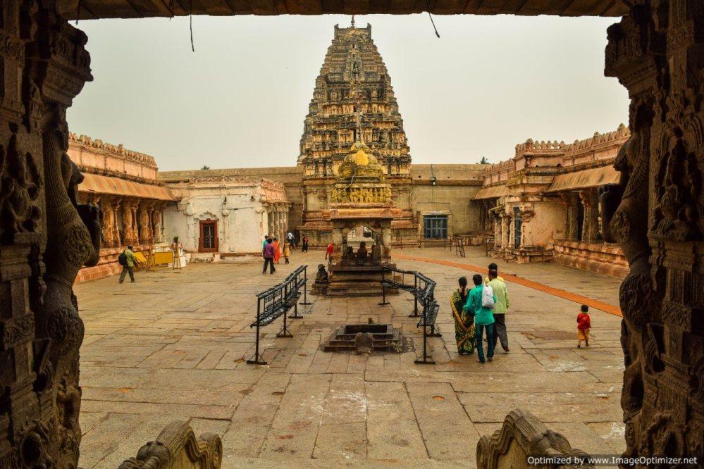 virupaksha-temple-interior_hampi