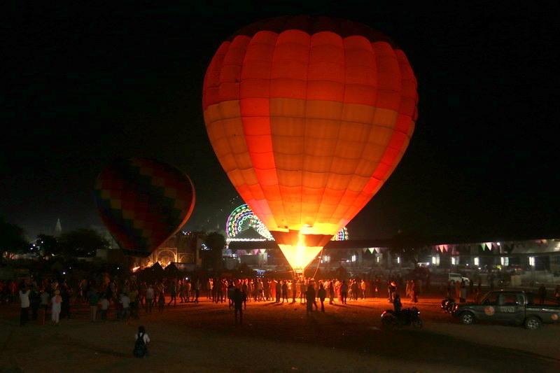 Hot baloon_Pushkar mela