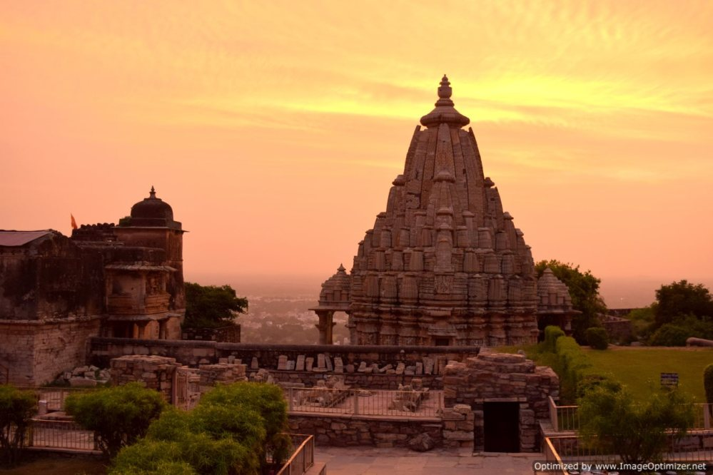 Several temples dot the Chittorgarh Fort