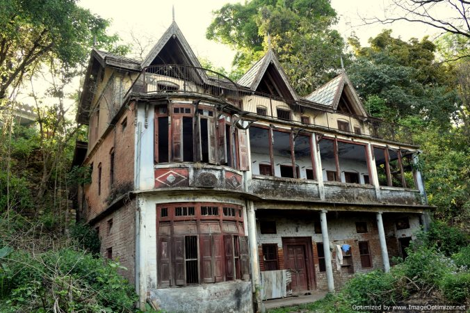 Heritage buildings now in complete ruins in Garli village